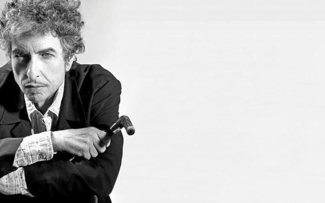 la academia sueca acaba de otorgar el premio nobel de literatura nada menos que a un cantante a bob dylan en las redes sociales y medios de comunicacin
